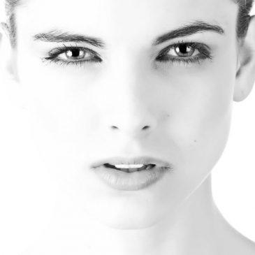 Γιατί προδίδει την ηλικία μας η ευαίσθητη περιοχή των ματιών;